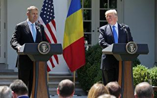 川普6月9日在白宮玫瑰園跟來訪的羅馬尼亞總統舉行聯合新聞發布會。 ( Chip Somodevilla/Getty Images)