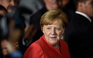 德國總理默克爾的民調最近攀升,恢復難民潮以前的水平。此圖攝於6月10日她在墨西哥訪問。 (PEDRO PARDO/Getty Images)