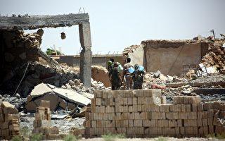 美国支持的叙利亚民主力量(SDF)从伊斯兰武装分子(IS)手中夺取拉卡的战斗周一取得进展,该部队已经逼近老城区的城墙。(Photo credit should read DELIL SOULEIMAN/AFP/Getty Images)