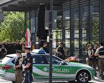 本周二上午,德国慕尼黑一市内高铁站发生枪击案,一女警头部中枪,声明垂危,嫌犯也中枪重伤,正在接收治疗。案件仍在调查中,警方排除恐袭嫌疑。图为案发列车站。(CHRISTOF STACHE/AFP/Getty Images)
