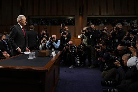 塞申斯作证,媒体关注。(Chip Somodevilla/Getty Images)
