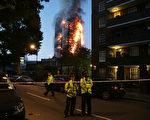 6月14日,倫敦一個24層的大樓著火,至今死亡人數達到30人,多人失蹤。據說這裡曾經住著幾百人。(DANIEL LEAL-OLIVAS/AFP/Getty Images)