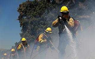 加州火災季來臨,圖為消防隊員在訓練。(Justin Sullivan/Getty Images)