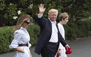 川普(特朗普)總統攜第一夫人梅拉尼婭和他們的兒子巴倫到美國總統休假地大衛營(Camp David)度週末。(Photo by Molly Riley -Pool/Getty Images