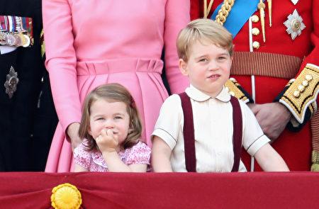 威廉王子和凯特王妃的孩子乔治王子和夏洛特公主成为众人注意力的焦点。(Chris Jackson/Getty Images)