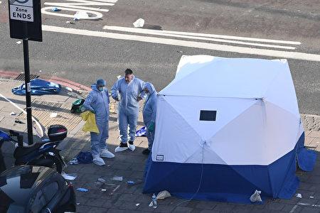 周一(6月19日)凌晨,伦敦北部发生汽车撞人事件,造成至少1人死亡10人受伤。警方称,此事件被视为恐怖袭击处理。(Photo by Carl Court/Getty Images)