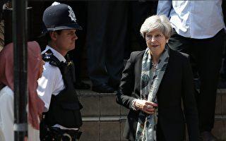 "英国首相梅发表声明说,""仇恨与邪恶""将永远不会成功。(Photo credit should read DANIEL LEAL-OLIVAS/AFP/Getty Images)"