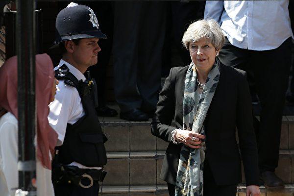 英國首相梅發表聲明說,「仇恨與邪惡」將永遠不會成功。(Photo credit should read DANIEL LEAL-OLIVAS/AFP/Getty Images)