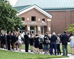 美国大学生奥托•瓦姆比尔(Otto Warmbier)从朝鲜返国不到一周,于6月19日去世。周四(6月22日),约2500人参加瓦姆比尔在家乡俄亥俄州高中礼堂举行的葬礼。(Photo by Bill Pugliano/Getty Images)