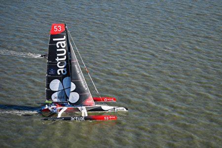 法国航海者伊夫·勒布莱维克(Yves le Blévec)所驾驶的Team Actual。(DAMIEN MEYER/AFP/Getty Images)