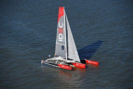 团队环球航行世界纪录(40天)保持者弗朗西斯·乔瓦永(Francis Joyon)所驾驶的Idec Sport。(DAMIEN MEYER/AFP/Getty Images)