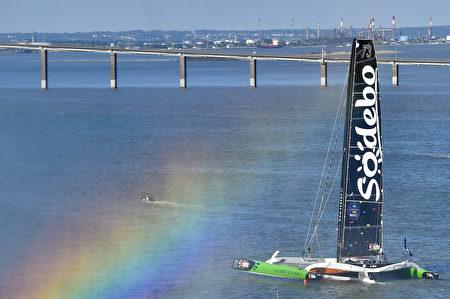 单人环球航行世界纪录(49天)保持者托马斯·科维尔(Thomas Coville)所驾驶的高达32米的Sodebo Ultim。(LOIC VENANCE/AFP/Getty Images)
