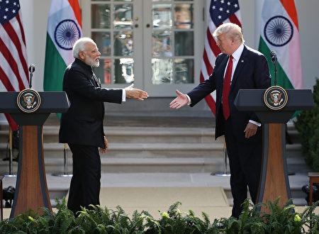 莫迪在会上说,你们是全球资历最老的民主国家,而我们是全球最大的民主国家。我们都致力于民主价值观念。(Photo by Mark Wilson/Getty Images)
