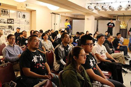 臺下觀眾在認真聆聽演講嘉賓講述六四歷史。(圖:李霖昭/大紀元)