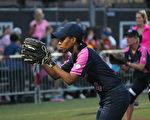 6月13日,第九届美国国会女议员垒球赛在华盛顿特区开打。图为犹他州国会众议员拉夫(Mia Love)。(林乐予/大纪元)