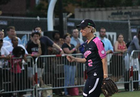今年63歲的西維吉尼亞州參議員卡皮托(Shelley Moore Capito)成為了本場的「最有價值球員」。(林樂予/大紀元)