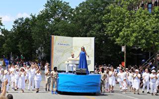 魁北克著名歌手Annie Villeneuve演唱Gilles Vigneault所作的歌曲「國家的人民」(Gens du pays)引領省慶大遊行隊伍前行。(易柯 / 大紀元)