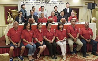 第33届全球华人篮球邀请赛将于11月在马来西亚举行,筹备会主席拿都叶理国(二排右二)为此率五人访问团抵洛受到美国体育联谊会理事长高启正(二排右三)欢迎。(袁玫/大纪元)