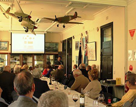 6月5日星期一,前中共外交官陳用林受邀在阿德萊德為南澳智庫RUSI-SA的成員發表演講。(劉珍/大紀元)