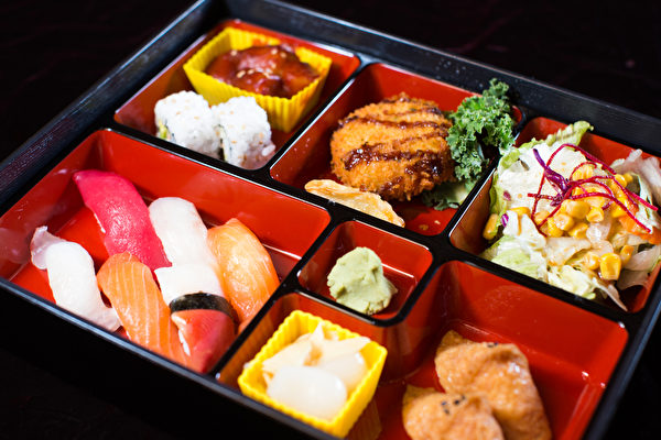 """""""海人""""餐厅的特价午餐从11点半到下午3点,品种非常丰盛,而且周末也可享用。(餐厅提供)"""