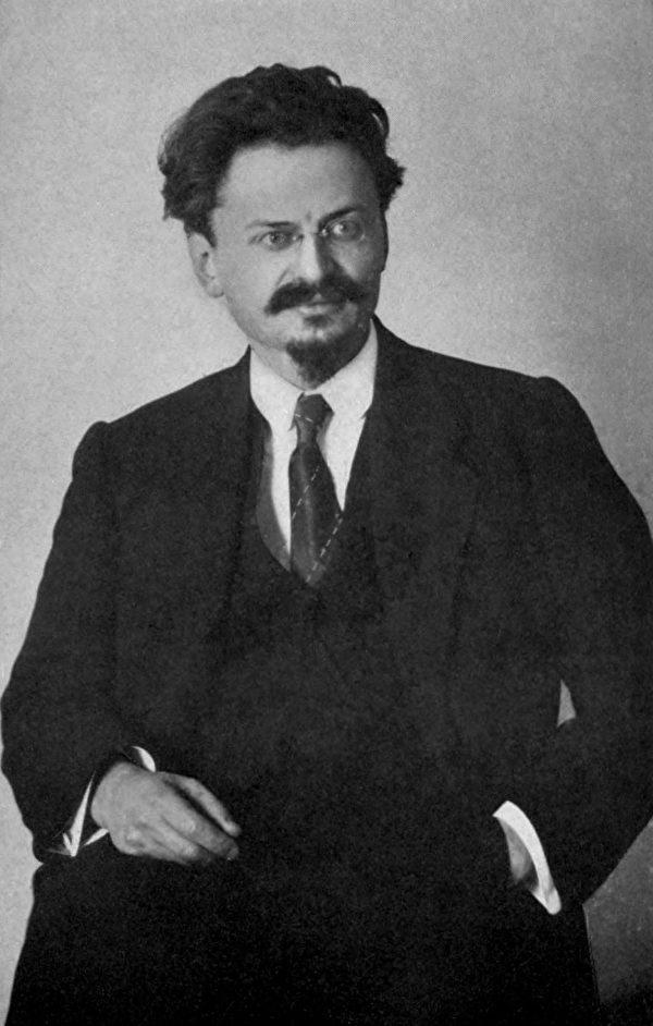 与列宁一道领导苏共的第一届政治局七委员之一列夫‧托洛茨基(Leon Trotsky)肖像,出自1921年纽约出版的《俄罗斯布尔什维克革命》(The Russian Bolshevik Revolution)。(公有领域)