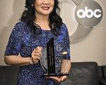 5月22日, 6ABC電視台舉辦了慶祝亞裔美國人傳統文化月慶典, 嘉獎對改善本地亞太裔社區並使其更具活力的各行業領導者。圖為獲獎嘉賓、費城華埠學習中心總裁Carol Wong。(Carol Wong提供)