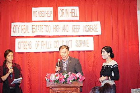 中华公所董事长卢统一鼓励大家畅所欲言。(肖捷/大纪元)