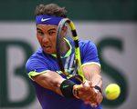 「紅土之王」納達爾本屆法網表現強勢,率先晉級八強。 (GABRIEL BOUYS/AFP/Getty Images)