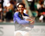 """时隔三年,纳达尔再夺大满贯男单冠军,成就法网""""十冠王""""。 (Adam Pretty/Getty Images)"""