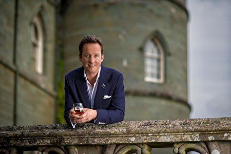 十三世阿盖尔公爵(THE 13TH DUKE OF ARGYLL )是皇家礼炮威士忌的全球品牌代言。他将与客人分享他对威士忌的激情以及限量版30年酿造皇家礼炮威士忌的体验。(品酒会主办单位提供)