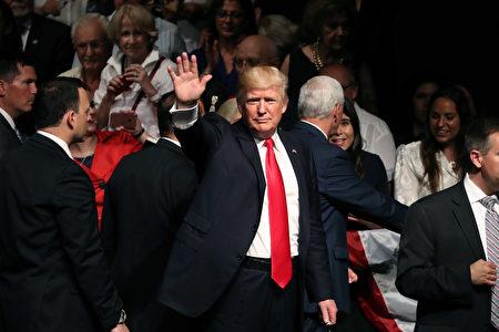 """6月15日,川普总统宣布了对古巴的新政策,并表示:""""面对共产主义的压迫, 我们不会沉默。""""(Raedle/Getty Images)"""