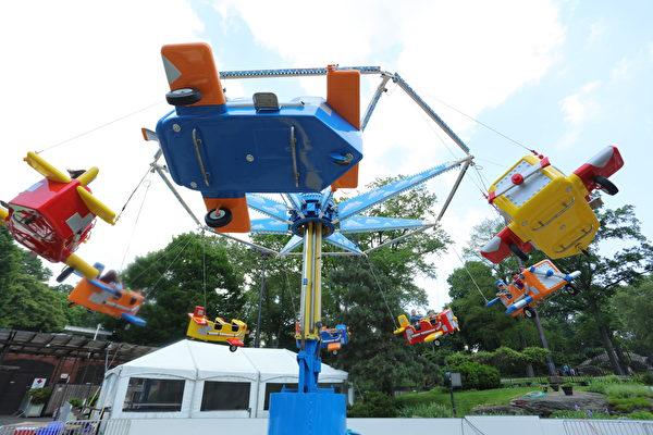 Aeromax,四人座,坐在上面可以看到紐約市和整個公園。(張學慧/大紀元)