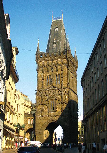 布拉格的火藥塔。(《捷克經典》/柿子文化)