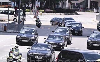 警方派出警車和電單車護送習近平乘坐的專車,飛虎隊及反恐特勤隊人員亦有乘坐車輛跟從。(余剛/大紀元)