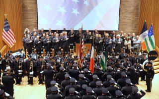 市警察局6月6日舉行年度表彰儀式,表彰47名警察。 (鐘鳴/大紀元)