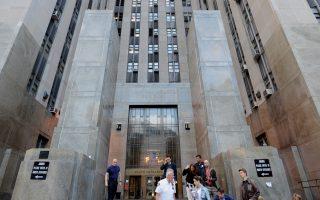 法庭房間的兩道門之間,是ICE便衣警察最喜歡下手的地方。 (STAN HONDA/AFP/Getty Images)