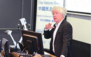 政治学教授基恩(John Keane)在论坛发言中揭露,中领馆干扰悉尼大学举办纪念六四论坛。(骆亚/大纪元)