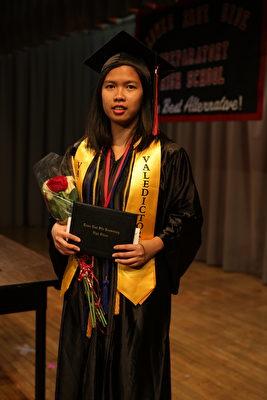 周雅玲表示,下東城高中的漸進式英文教學對她幫助很大。(張學慧/大紀元)