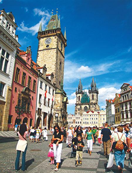 位于旧城区里的布拉格天文钟。.(《捷克经典》/柿子文化)