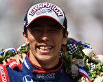 日前,日本賽車手佐藤琢磨在印地500賽事中奪冠,成為首位在該賽事奪冠的亞洲人。 (Photo by Jared C. Tilton/Getty Images)