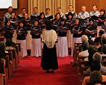 立人合唱团与客家桐花演唱团合唱歌曲《水路》。(周翰音/大纪元)