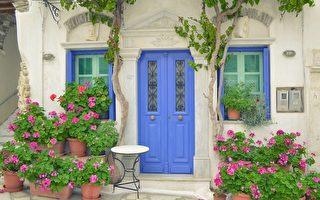 希腊圣托里尼岛上的皮尔戈斯镇上美丽的建筑。(Pixabay )