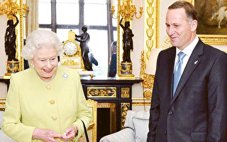 推不掉的爵士頭銜 前總理凱伊接受女王最高榮譽