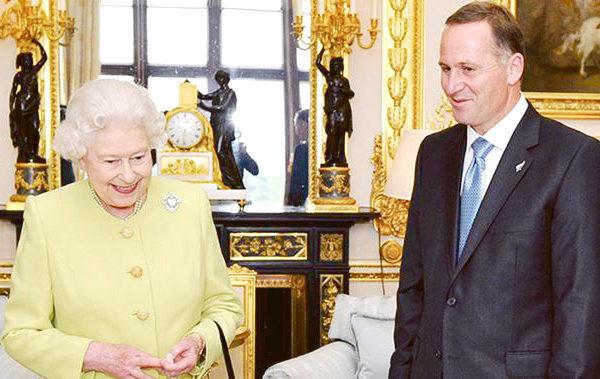 英國女王和新西蘭前總理John Key。(Getty Image)
