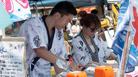 廚師們正在為大家準備拿手的亞洲美食。(主辦方提供)