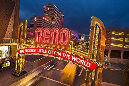 """内华达州的雷诺市号称""""世界最大的小城""""。(图片由官方提供)"""