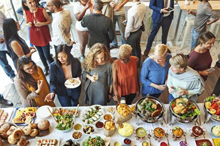 一些美食所特有的属性,正如蕴含了丰富的营养一样,同样透射出一些很有帮助的职场小技巧。(Rawpixel.com/Shutterstock)