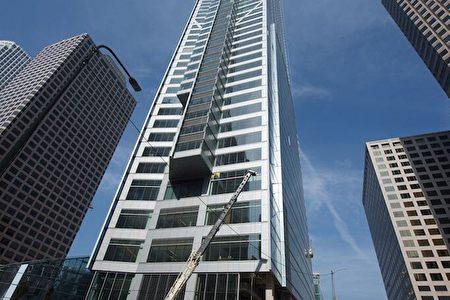 洛杉矶市中心新建大楼Wilshire Grand Center成为美西地区的最高建筑。(Whilshire Grand项目提供)