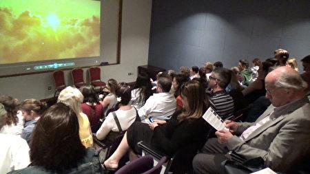 近日爱尔兰皇家外科医生协会(Royal College of Physicians)举办了反映中共活摘法轮功学员器官罪行的纪录片——《活摘》(Human Harvest)首映式。(李凌云/大纪元)