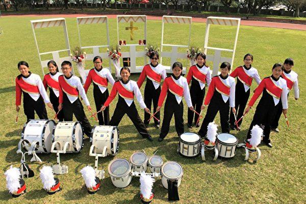 宏仁国中行进管乐团散发阳光与活力。(宏仁国中提供)